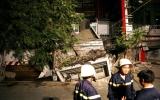 Đổ sập dãy nhà giữa trung tâm Sài Gòn