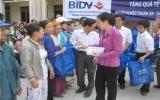BIDV - Chi nhánh Bình Dương: Tặng quà cho các hộ nghèo ở Dầu Tiếng và Phú Giáo