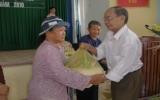 Tặng quà tết cho người nghèo xã Tân An, phường Phú Mỹ, TX.TDM