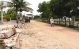 Dân nghèo hiến đất làm đường