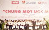 """350 em học sinh các tỉnh miền Đông Nam bộ nhận học bổng """"Chung một ước mơ"""""""
