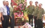 Công an tỉnh: Đón nhận nhiều lẵng hoa chúc mừng nhân ngày truyền thống 19-8