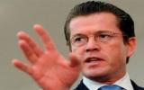 Bộ trưởng Quốc phòng Đức dính bê bối đạo văn