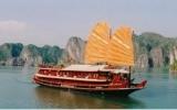 Khách du lịch vẫn muốn ngủ đêm trên vịnh Hạ Long
