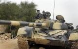"""Không lực bị """"xóa sổ"""", xe tăng Libya tiếp tục chiến đấu"""