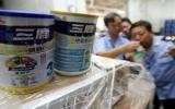 Buộc đóng cửa gần 50% công ty sữa Trung Quốc