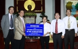 Bộ Ngoại giao tặng 10 triệu đồng cho trẻ mồ côi Bình Dương