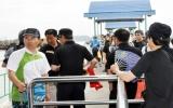 Vịnh Hạ Long tê liệt vì hàng trăm tàu chở khách không chịu xuất bến