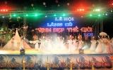 """Lễ hội """"Lăng Cô - Vịnh đẹp thế giới"""" khai mạc"""