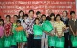 """Chương trình """"Vì một thế giới tuổi thơ"""" trao học bổng và tặng quà cho các cháu bất hạnh"""