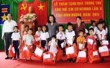 Chăm lo Tết Trung thu đối với trẻ em nghèo