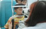 Trẻ không nhìn thấy chữ, phụ huynh mới biết con cận thị