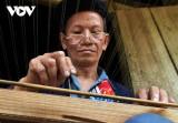 Lò Sành Phin-nghệ nhân người Dao đỏ ở Hà Giang duy trì nghề đan mành tráng giấy bản