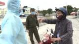 Người phụ nữ qua chốt kiểm dịch bỏ lại xe máy khi không chấp hành phòng dịch
