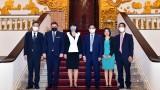越南政府总理范明正会见罗马尼亚驻越南大使克里斯提娜•罗米拉