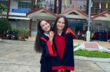 Hai chị em song sinh nắm tay nhau vào đại học