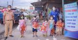 Đoàn Thanh niên Công an tỉnh: Phối hợp tổ chức trao hàng ngàn phần quà trung thu cho trẻ em