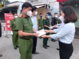 Các tổ công tác của Ban Thường vụ Tỉnh ủy Bình Dương thăm, tặng quà lực lượng tuyến đầu