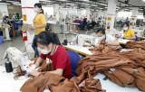 Thuận lợi, thách thức đan xen, Việt Nam tăng tốc để xuất khẩu về đích