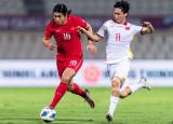 Cầu thủ Trung Quốc: 'May mắn giật lại được chiến thắng'