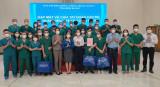 Trao quà tri ân 30 thành viên Đoàn cán bộ, nhân viên y tế tỉnh Ninh Bình hỗ trợ Bình Dương chống dịch